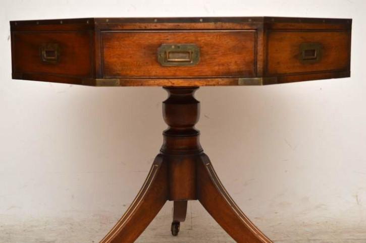 Antiker Achteckiger Mahagoni Tisch auf Rollen
