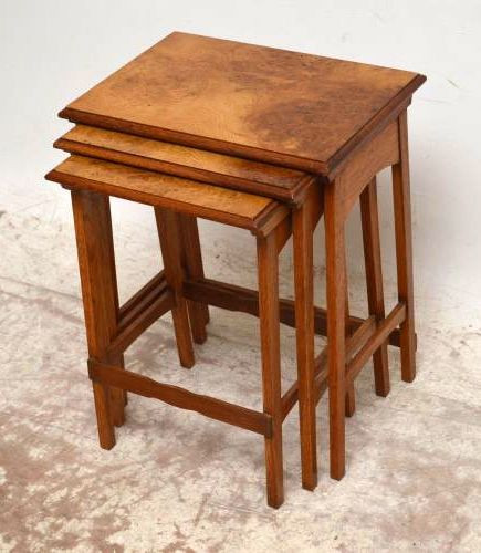 Antikes Nest of Tables Arts & Craft