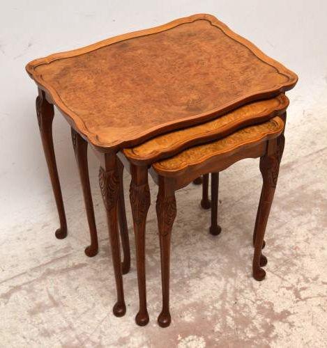 Nest of Tables aus Walnuss antik