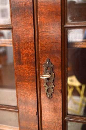 Two door bookcase  in gregorianischem Stil, zweiteilig.