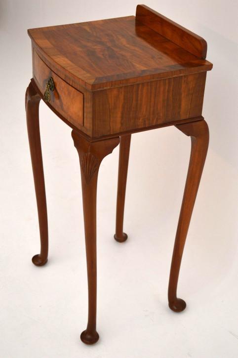 Schlanker antiker Beistelltisch Telefontisch