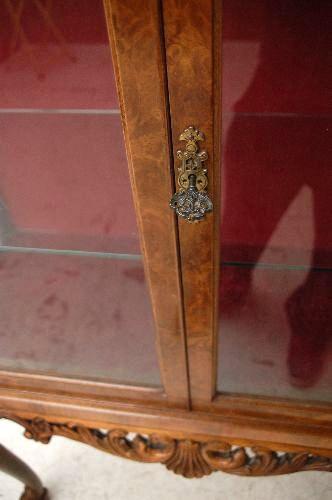Vitrine Antiik  Queen Anne Stil  Nussbaum