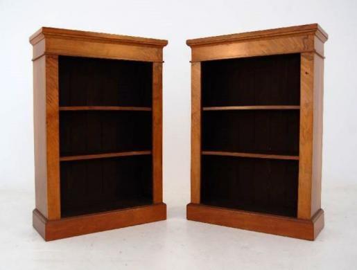 Ein Paar Bücherschränke - Walnuss