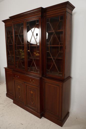 Breakfront Bookcase  im Antique georgianischen Stil  mit viel Intarsien   aus Mahagoni