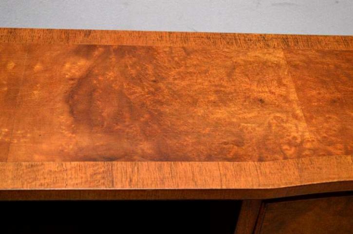 Bücherschrank Sideboard mit geschwungener Front