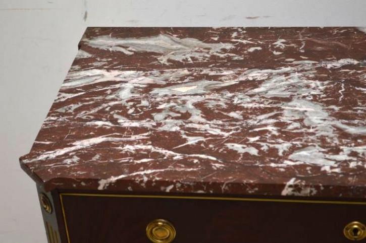 Antike dunkle Kommode mit 3 Schubladen