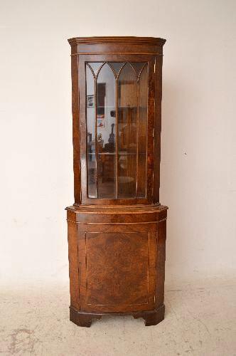 Antiikes  Georgian Stil  Nussbaum  Corner Cabinet
