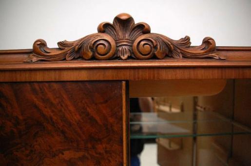 Antike  Queen Anne Style  Nussbaum  Cocktail Kabinet