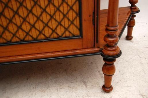 Antike  Victorian Seitdennussbaum Grill Front Chiffonier Sideboard