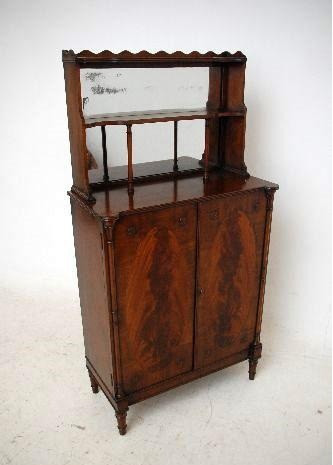 schmale elegante  Antike  Regency Style Mahogany Chiffonier