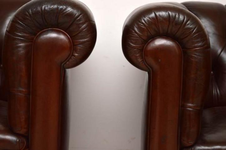 Antike Ledersessel mit Deep Buttons