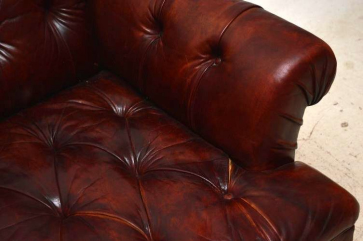 Großes antikes Ledersofa mit Deep Buttons