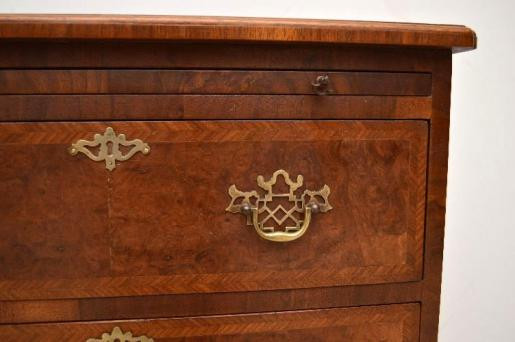 kleines Nussbaum  Bachelor's Chest of Drawers  Kommode