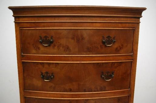 schönes chest on chest oder Tallboy mit gebogener Front est on Chest