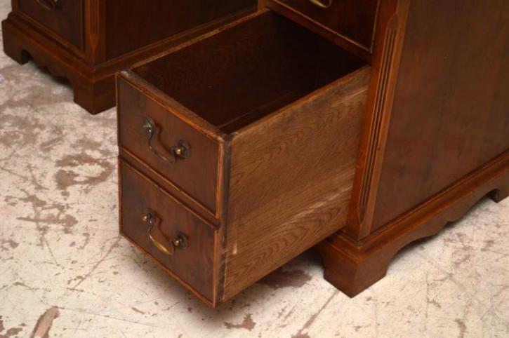 Antiker Schreibtisch hohe Qualität Eibe