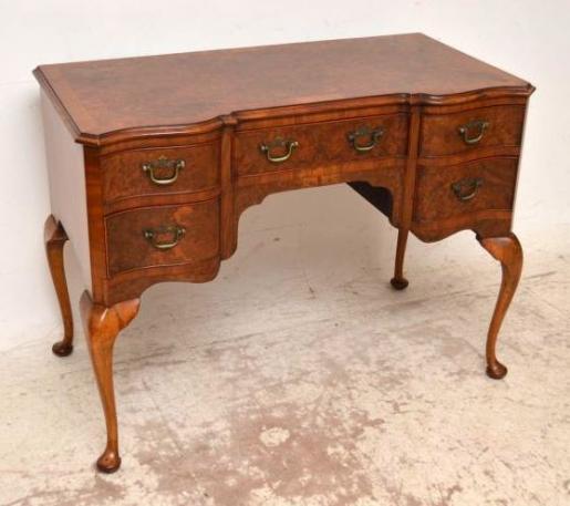 Antiker viktorianischer Schreibtisch aus Nussbaum