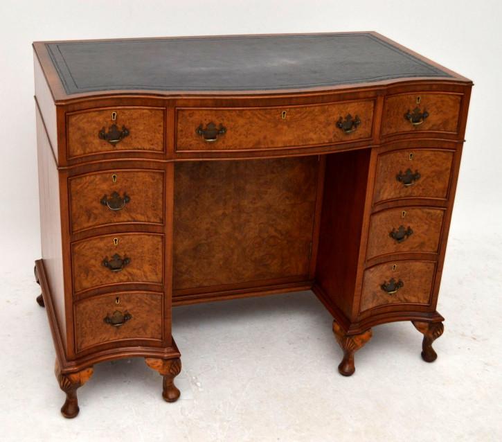 Antiker Nussbaum Schreibtisch mit Schränkchen