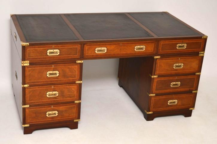 Antiker Campaign Leder-Schreibtisch