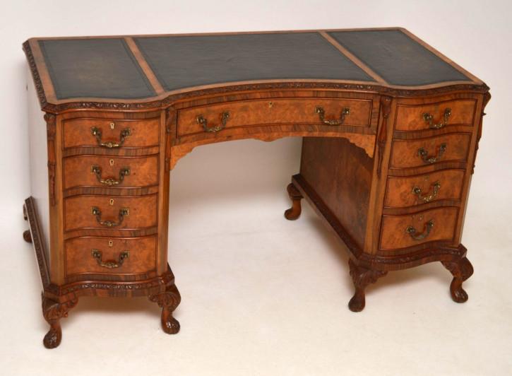 Der antike Queen Anne Style Nussbaum Schreibtisch