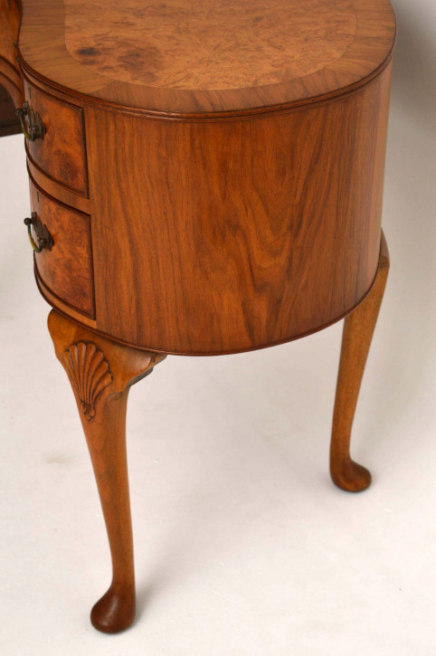Antiker Burr Nussbaum Kidney Schreibtisch /Frisierkommode