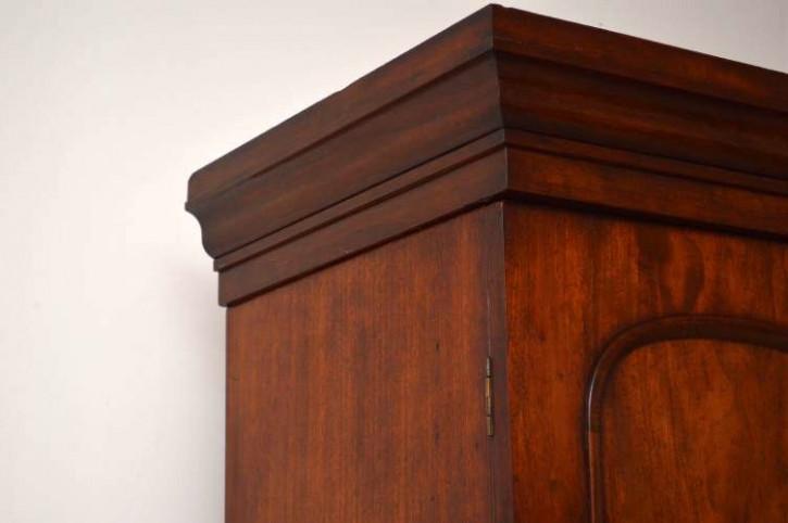 Kompakter antiker Kleiderschrank Wardrobe antik