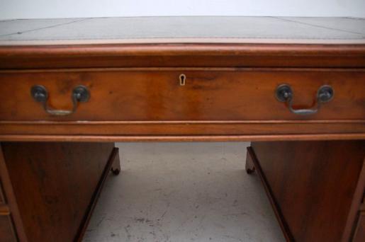 Großer Schreibtisch - Georgian Style - Eibe