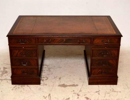 Schöner Schreibtisch gut erhalten neues  Leder