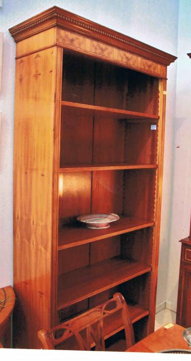 """""""Open Bookcase"""" Regal Eibe - auch in Mahagoni erhältlich"""