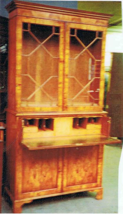 """""""Two Door Bookcase mit Secretary Chest""""  in Eibe - auch in Mahagoni erhältlich"""