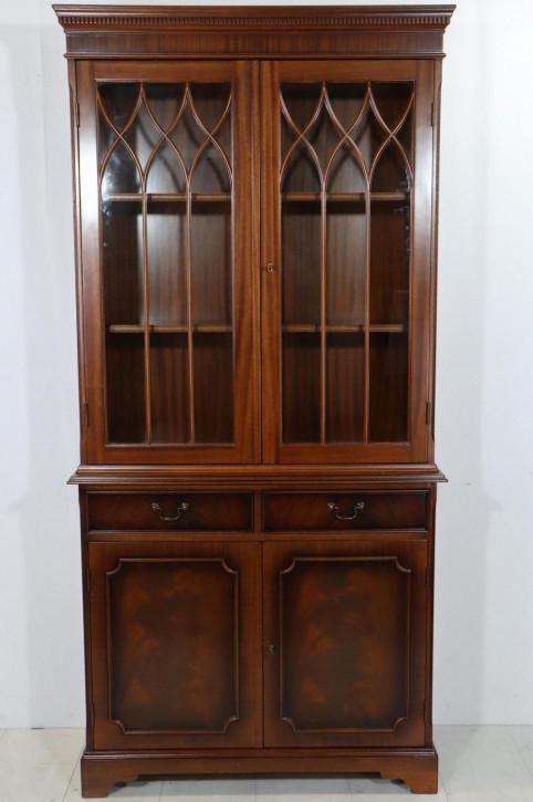 Englischer Bücherschrank im gotischen Stil, zweitürig, in Mahagoni