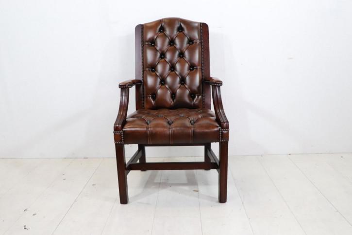 Handgefertigter Chesterfield Stuhl Gainsborough IC, in Antique Tan und Mahagoni
