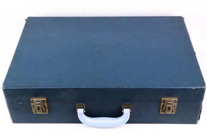 Hübscher Marineblauer Vintage Picknick Koffer mit passendem Service und Besteck