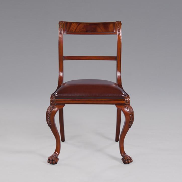 Carving Stuhl mit Lederoberfläche