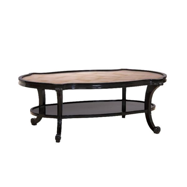 Tisch mit Silberplatte
