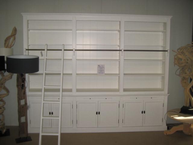 Großes Bücherregal mit Leiter versch. Ausf.