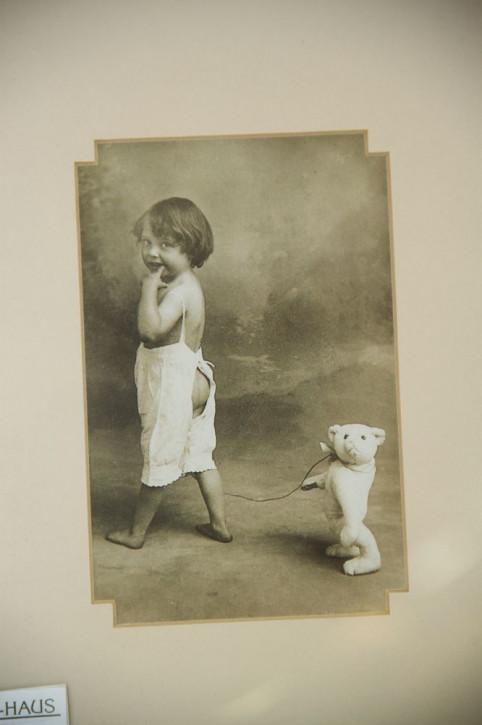 "Altes Kinderfoto ""Kind und Teddy"""