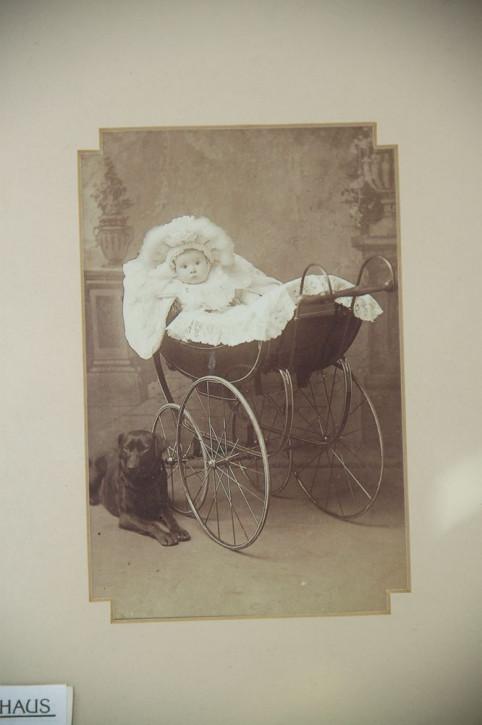 """Altes Kinderfoto """"Baby im Kinderwagen"""""""