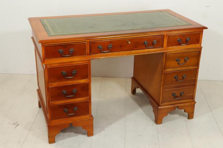 Klassischer Pedestal Desk aus England mit grünem Leder, Eibe