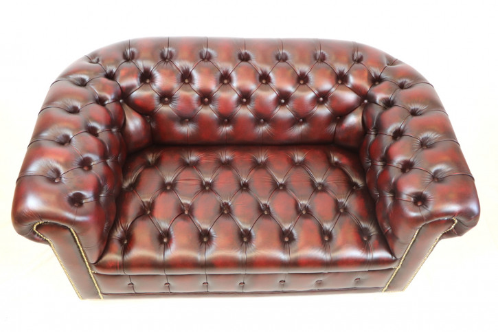 """London Classic"" Chesterfield Sofa original 2-Sitzer Buttonseat Birch Antique Rot Sofort Lieferbar"