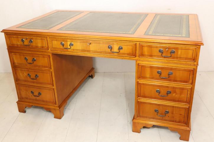 Original englischer Pedestal Desk, in Eibe, handgefertigt