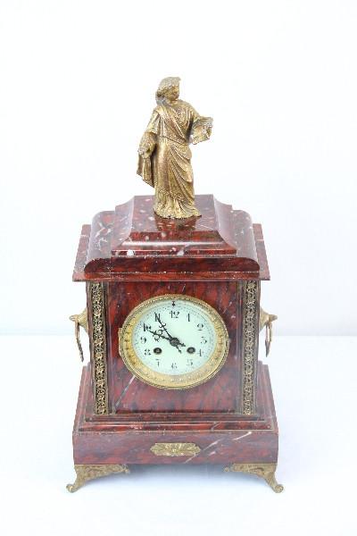 Uhr mit Figur marble France