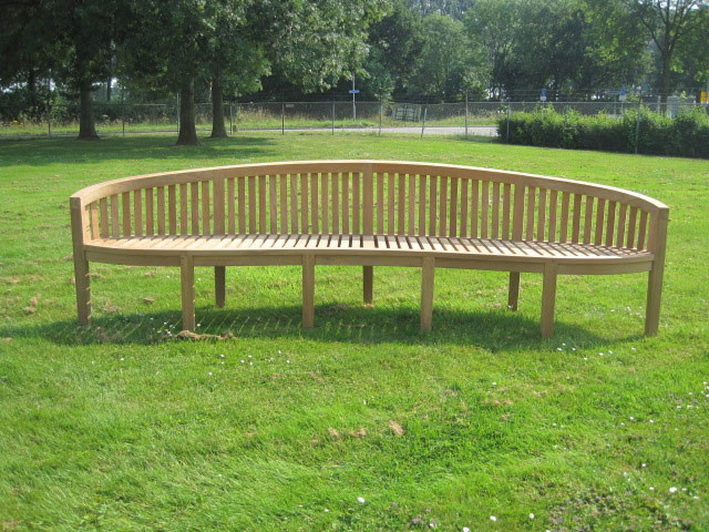 Bench - Big curved bench James