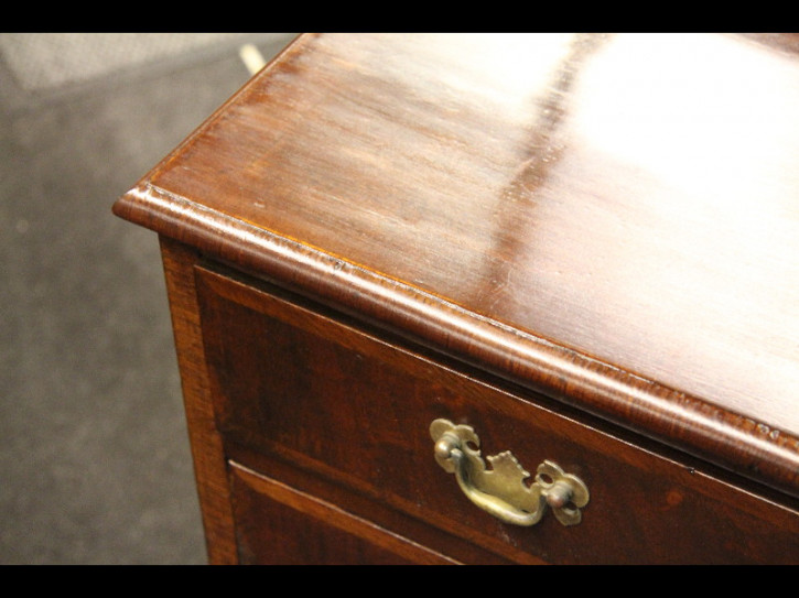 Kommode Chest of drawers England Nussbaum Mahagoni