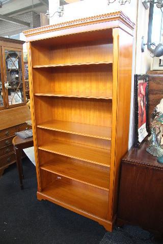 """""""Open Bookcase"""" Bücherregal in Eibe aus England"""