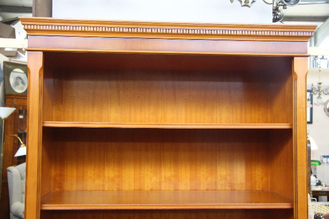 """Open Bookcase"" Bücherregal in Eibe aus England"