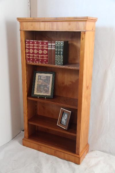 """Open Bookcase"" Bücherregal in Eibe handpoliert"