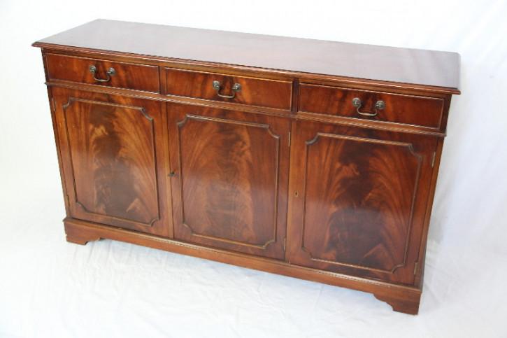 Mahagoni Sideboard  3 Türig  handpoliert und gut erhalten
