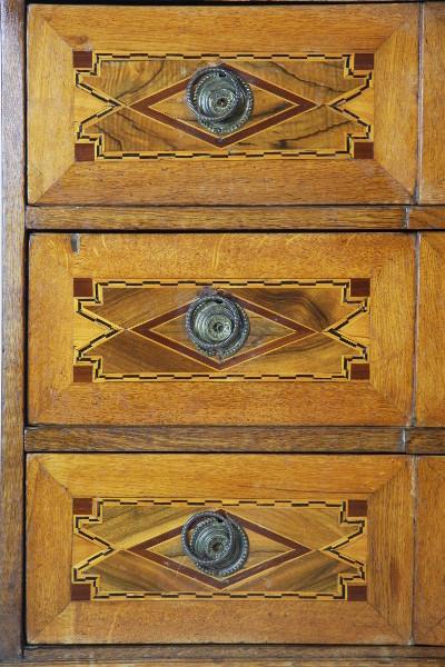 antike Kommode   aus dem 18. JH Nussbaum  Eiche