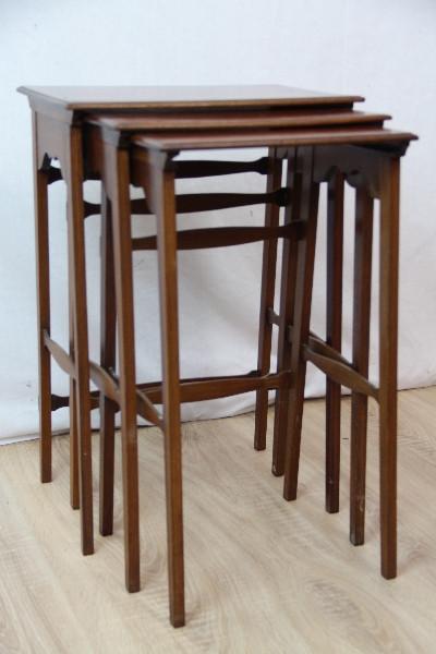 Nest of Table Edwardian Beistelltische mit bandintarsien