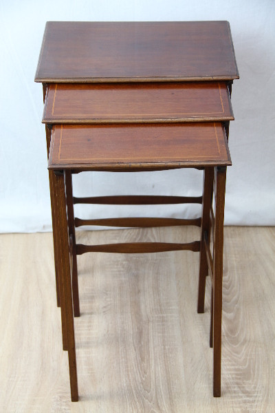 Nest of Tables   Edwardian Origoinal selten schön